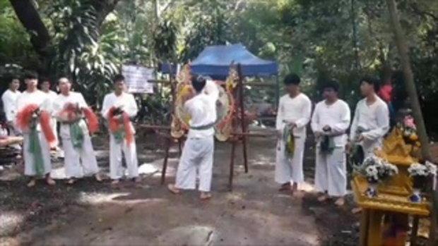 13 ชีวิตทีมหมูป่า หวนกลับไปถ้ำหลวง ทำพิธีขอขมาสิ่งศักดิ์สิทธิ์