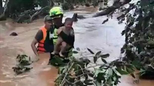 นาทีชีวิต! กู้ภัยไทย-ลาว ช่วย 15 คนติดเกาะนาน 4 วัน หลังเขื่อนพัง