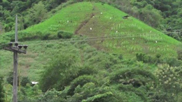 ชาวบ้านแอบหวั่น รอยแยกแผ่นดินภูเขาบ้านแม่ช่อฟ้า เสี่ยงดินสไลด์ถล่ม
