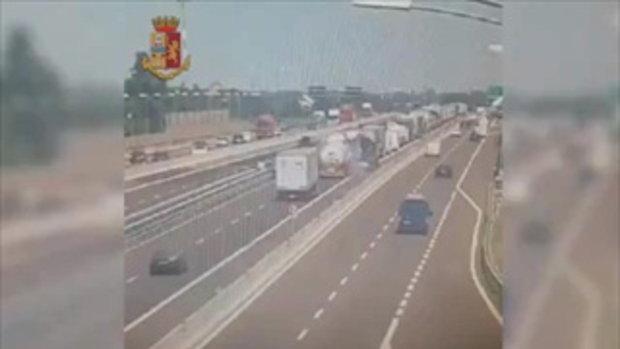ตำรวจอิตาลีเผยคลิปโศกนาฏกรรม นาทีเพลิงนรกจากรถบรรทุกระเบิด