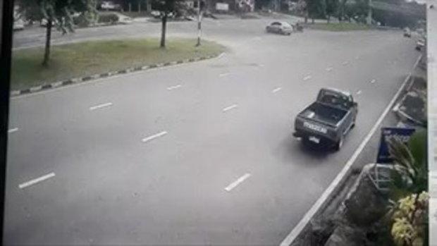 กระบะมักง่าย ย้อนศรกลับรถ เกือบทำคันอื่นชน