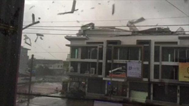 คลิประทึก พายุถล่มมหาชัย หลังคาปลิวว่อน