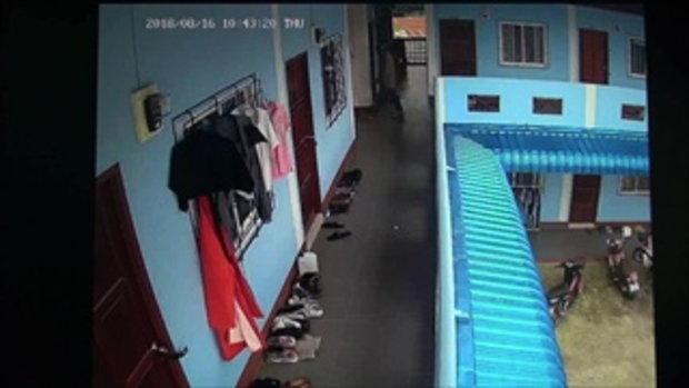 จับแล้วโรคจิตสไลด์หนอนตามบุกถึงห้องนักศึกษา