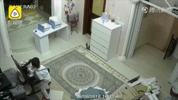 เด็กชายจีนเล่นโฮเวอร์บอร์ด เกิดระเบิดไฟลุก หวิดคลอกเด็กหญิง
