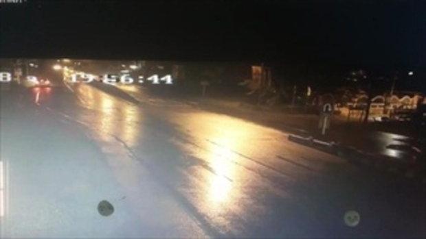 ถนนอันตราย! คนขับไม่ชำนาญทางเกยแท่งแบริเออร์ รถยนต์เสียหายมาแล้วหลายคัน