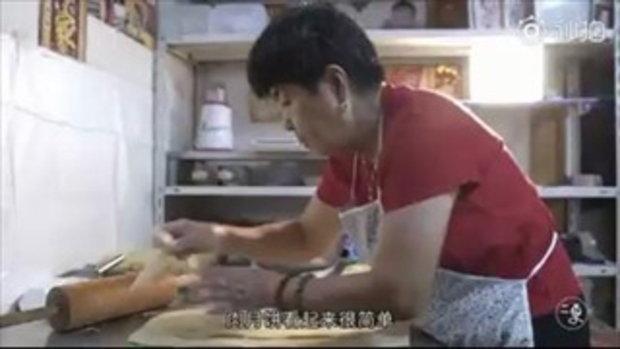 เหนื่อยแต่มีความสุข คุณป้าวัย 75 ทำขนมไหว้พระจันทร์แจกฟรีมานานถึง 6 ปี