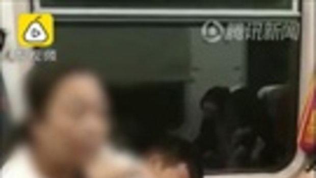 วิจารณ์สนั่น หญิงจีนสูบบุรี่บนรถไฟ นักศึกษาสาวพูดห้าม กลับเจอด่าลั่นขบวน