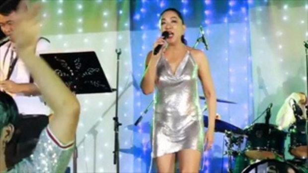 ครูอ้วน โชว์ร้องเพลงคืนเคาท์ดาวน์ในรอบ 15 ปี แค่ชุดก็แซ่บเวอร์