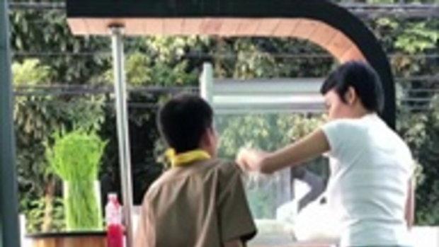 เอมมี่ แม็กซิม ผันตัวทำอาชีพเสริมขายก๋วยเตี๋ยว มีลูกชายให้กำลังใจ