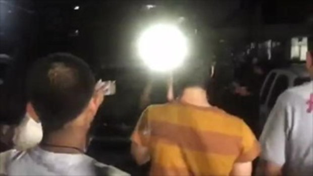 มาริโอ้ จับมือ โชเฟอร์แท็กซี่' ไม่เอาเรื่องขับปาดหน้า ยิงหนังสติ๊กใส่รถหรูปอร์เช่