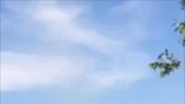 """ยิ่งใหญ่ หนุ่มโพสต์คลิปเจอ """"ลมหัวกุด"""" ทะยานขึ้นฟ้าได้น่ากลัวและสวยงาม"""