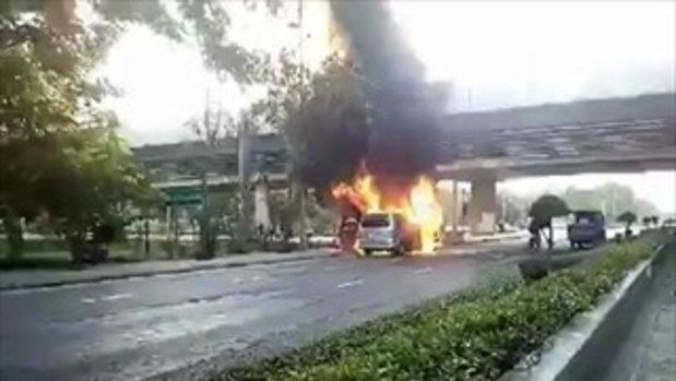 เกิดเหตุไฟไหม้รถตู้สามี โบ ชญาดา วอดยกคัน เผยวินาทีหนีตาย