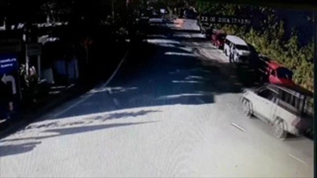 เปิดวงจรปิด นาทีรถทัวร์เที่ยววัดพระธาตุดอยสุเทพ เบรกแตกพุ่งตกถนน