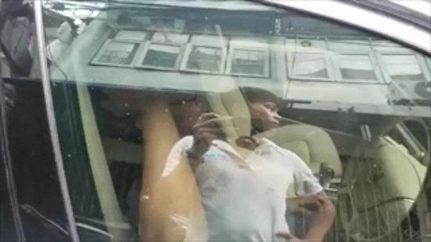 ขับรถสวนในซอยแคบ วอลโว่สุดชิล จอดไม่ขยับนั่งสบายใจ แถมโบกมือบ๊ายบายแบบกรีดนิ้ว