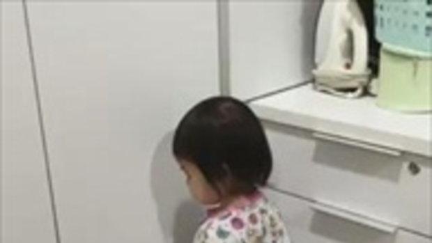 'เอ็นดูลูกสาว' ทำโทษให้ยืนเข้ามุม