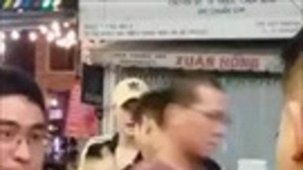 แชร์สนั่น การ์ดฟันศอกใส่ฝรั่งถึงกับหมอบ ต่อหน้านักท่องเที่ยวนับร้อย