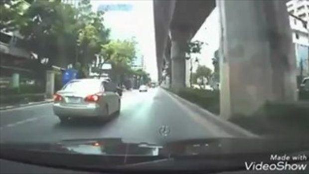 เกือบฆ่าคนตายโดยไม่เจตนา คนขับรถยนต์โพสต์เตือน โดนจักรยานยนต์ปาดหน้ากะทันหัน
