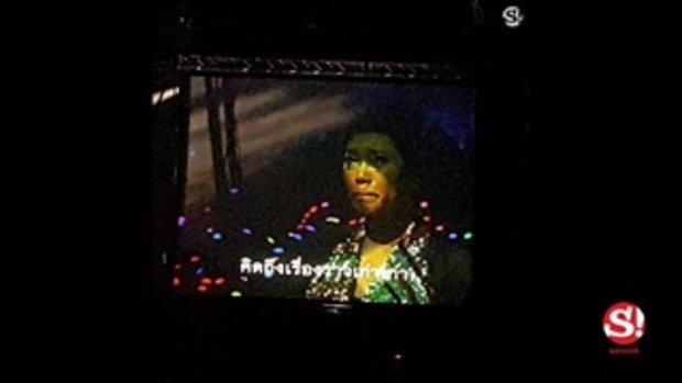แอม เสาวลักษณ์ หลั่งน้ำตากลางคอนเสิร์ต กับเพลงที่ร้องไม่จบ