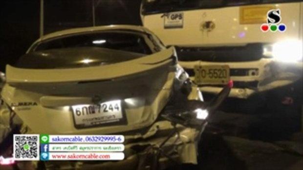 Sakorn News : รถเครนเบรกแตกชนยับรถที่จอดติดไฟแดงกลางแยกหน้าโรงเรียนเทศบาล 2
