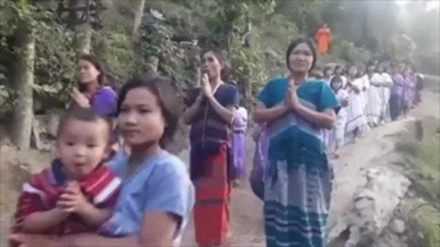 ศรัทธา !! เดินทางขึ้นเขา 5 ชั่วโมง อัญเชิญพระพุทธรูปให้ชาวกะเหรี่ยง องค์แรกในหมู่บ้าน