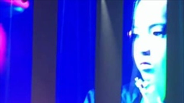 น้องบรู๊คลิน โชว์ตีกลองบนเวทีคอนเสิร์ต