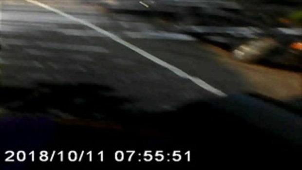 รถตู้รับส่งพนักงานชนจักรยานปั่นข้ามถนนดับ