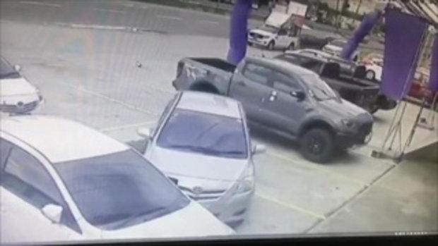 จับภาพจอดรถอยู่ดีๆถูกชนท้าย