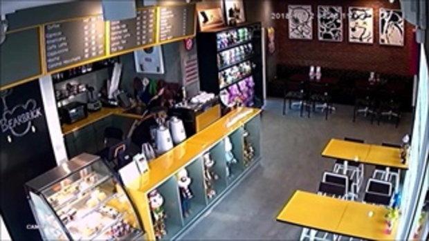 รวบโจรสาวย่องลักตุ๊กตาสะสมราคา 20,000 บาทร้านกาแฟ