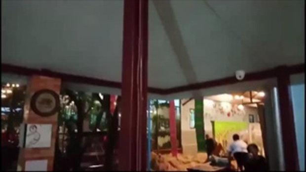 นาทีน้ำหลากท่วมร้านอาหารดังในกระบี่