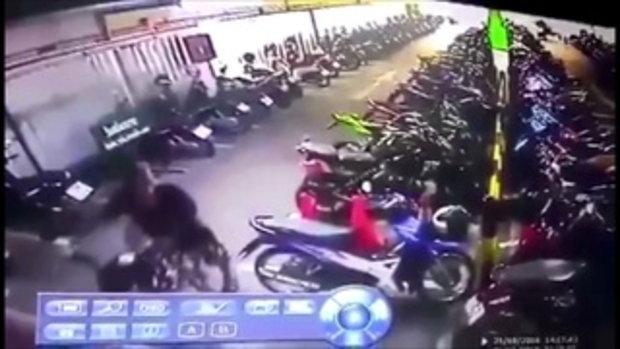 วงจรปิดหนุ่มขโมยรถจักรยานยนต์ในห้างดังกลางเมืองโคราช