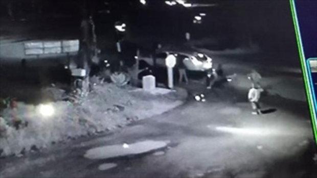 ตำรวจตามล่า! แรงงานเขมรเมาซ่า ยกพวกไล่ยิงกันกลางถนน ไม่กลัวกฎหมาย