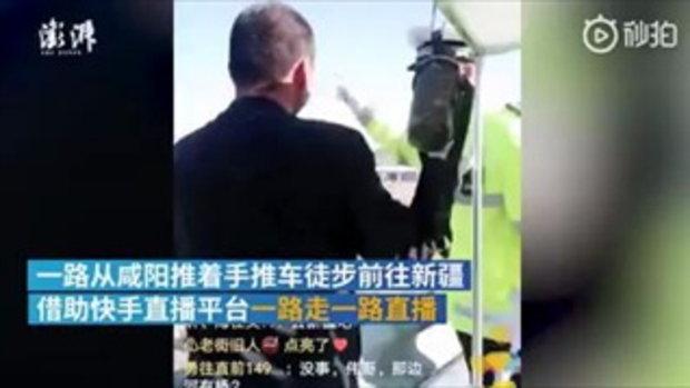 """ยอดไลก์พุ่ง! ตำรวจจีนถือโอกาสยืม """"ไลฟ์สด"""" เน็ตไอดอล เตือนผู้ชมอย่าทำผิดกฎหมาย"""