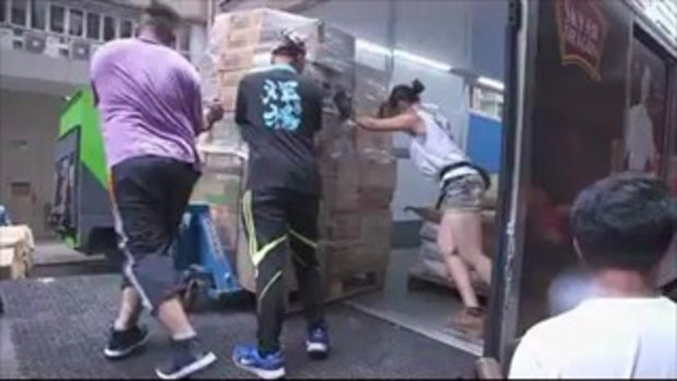 """""""เสี่ยวจู"""" กรรมกรสาว ยังทำงานขนของเหมือนเดิม แม้โด่งดังมีโอกาสเข้ามามากมาย"""
