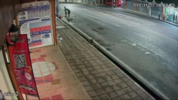 ชนแล้วหนี มอเตอร์ไซค์พ่วง พุ่งชนคนกวาดถนนร่างกระเด็น