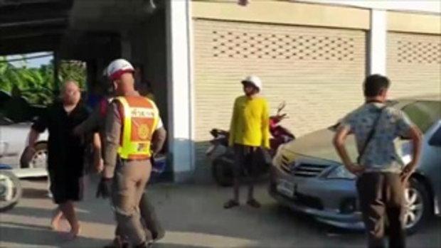 แท็กซี่คลั่งแต่เช้า อ้างเป็นตัวตำรวจ ทำตัวกร่างไล่ต่อยชาวบ้านกลางเมือง