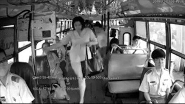 ชาวเน็ตจวกยับ! คลิป ผู้โดยสาร ชี้หน้าด่า  กดหัว กระเป๋ารถเมล์