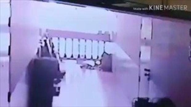 เผยคลิประทึก นาทีแก๊สระเบิดในห้องเช่ากลางกรุง แรงจนประตูหลุดกระเด็นทั้งบาน