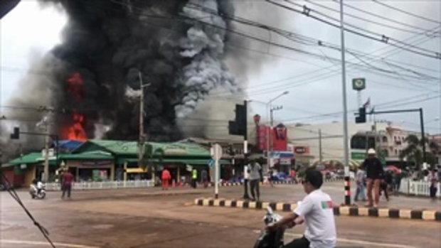 แตกตื่นทั้งอำเภอ ไฟไหม้รุนแรงกลางตลาดโคราช ดับเพลิงวิ่งหลบระเบิดระทึก