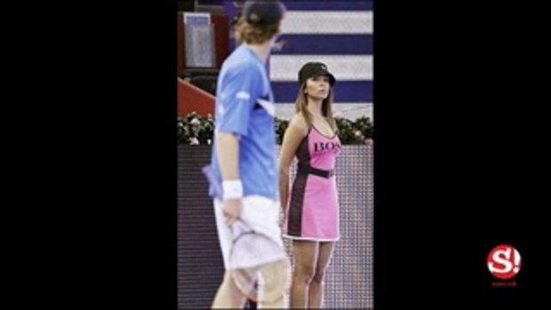 ไม่รู้จะดูอะไรดี! ช็อตเด็ด บอลเกิร์ล น่ารักจนนักเทนนิส-กองเชียร์เสียสมาธิ