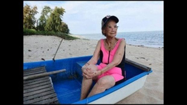 อายุเป็นเพียงตัวเลข คุณยายมารศรี กับชุดว่ายน้ำสีชมพูสดใสในวัย 98 ปี