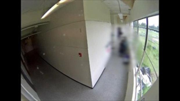 ครูฮีโร่สวมกอดปลอบศิษย์ หลังพกปืนมาโรงเรียน หวังก่อเหตุจ่อยิงตัวเอง