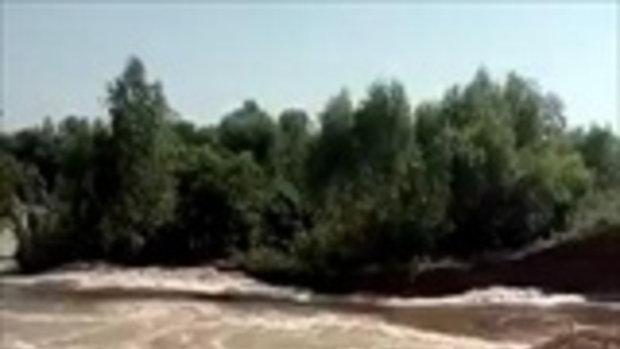 คันดินกั้นฝายชลประทานแตก น้ำกักเก็บไว้ใช้หน้าแล้งไหลทะลักจนแห้งเหือด