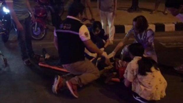 รถพยาบาลฝ่าสัญญาณไฟแดง จยย.ชนสาหัส 2 ราย คนป่วยต้องนอนรอช่วยคนเจ็บ