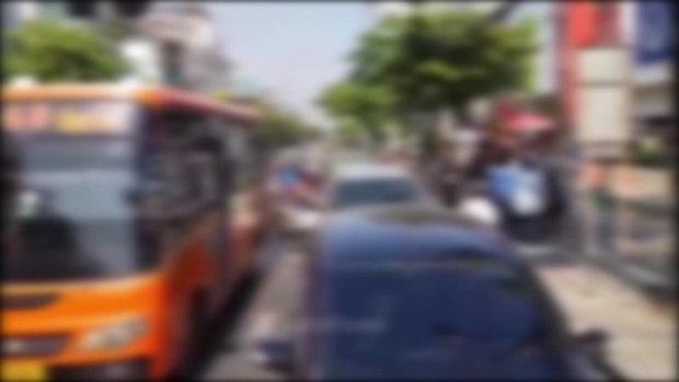 ขสมก.สั่งพักงานโชเฟอร์รถเมล์ห้าว จอดรถตะลุมบอนกลางถนน สาเหตุแค่ขับปาดกัน