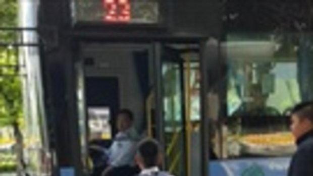 กลายเป็นไวรัล คลิปเด็กนักเรียนขอขึ้นรถเมล์ฟรี พอคนขับอนุญาตมีเพื่อนตามมาอีกเพียบ