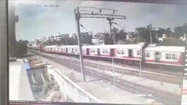 นาทีสยอง! รถไฟบังกลาเทศแล่นมารางเดียวกัน พุ่งชนประสานงาอย่างจัง