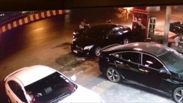 วัยรุ่นเมาขับ จยย.ล้มเองโมโห ทุบยกระจกมองข้างรถยนต์พังเสียหาย