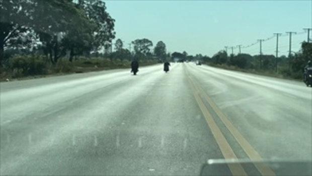 ระทึก! สายหมอบซิ่งจักรยานยนต์วัดใจกลางถนน
