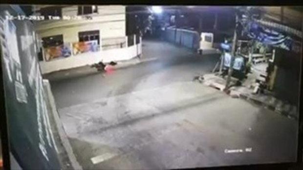 อุทาหรณ์! สาววัย 19 ปีขับรถชนกำแพงบ้าน หัวฟาดกระเด็นตกรถ