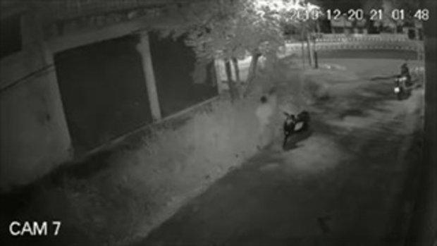 คลิปสอนใจหญิง หนุ่มโหดกระทืบสาวจนสลบ ตอนจบซ้อนท้ายกันกลับบ้านเฉย